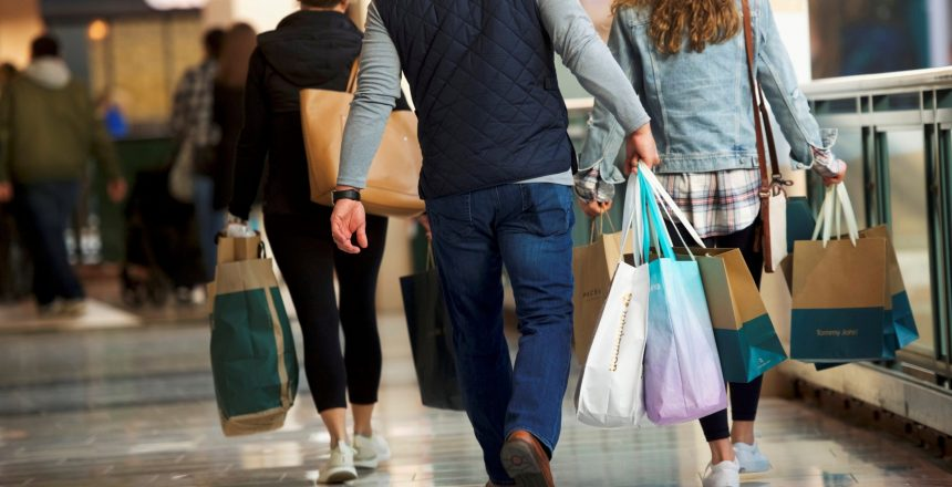 FILE PHOTO: Shoppers carry bags of purchased merchandise at the King of Prussia Mall, United States' largest retail shopping space, in King of Prussia, Pennsylvania, U.S., December 8, 2018.  REUTERS/Mark Makela